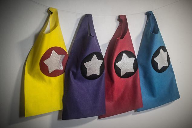 superhero cape tutorial - diy no-sew felt toddler capes